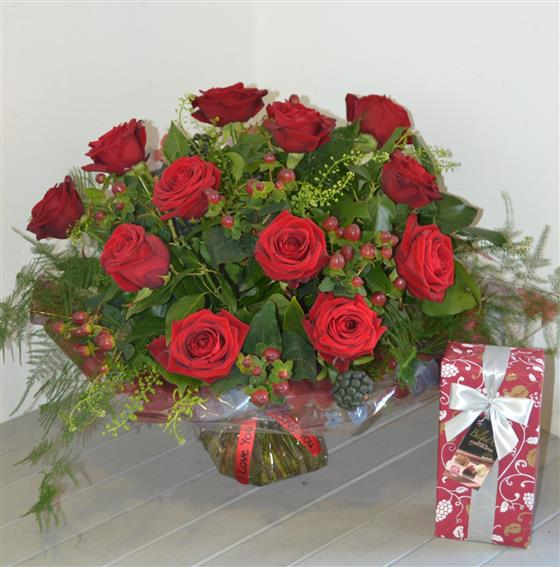Deluxe 12 Red Roses with 175gm Chocolates